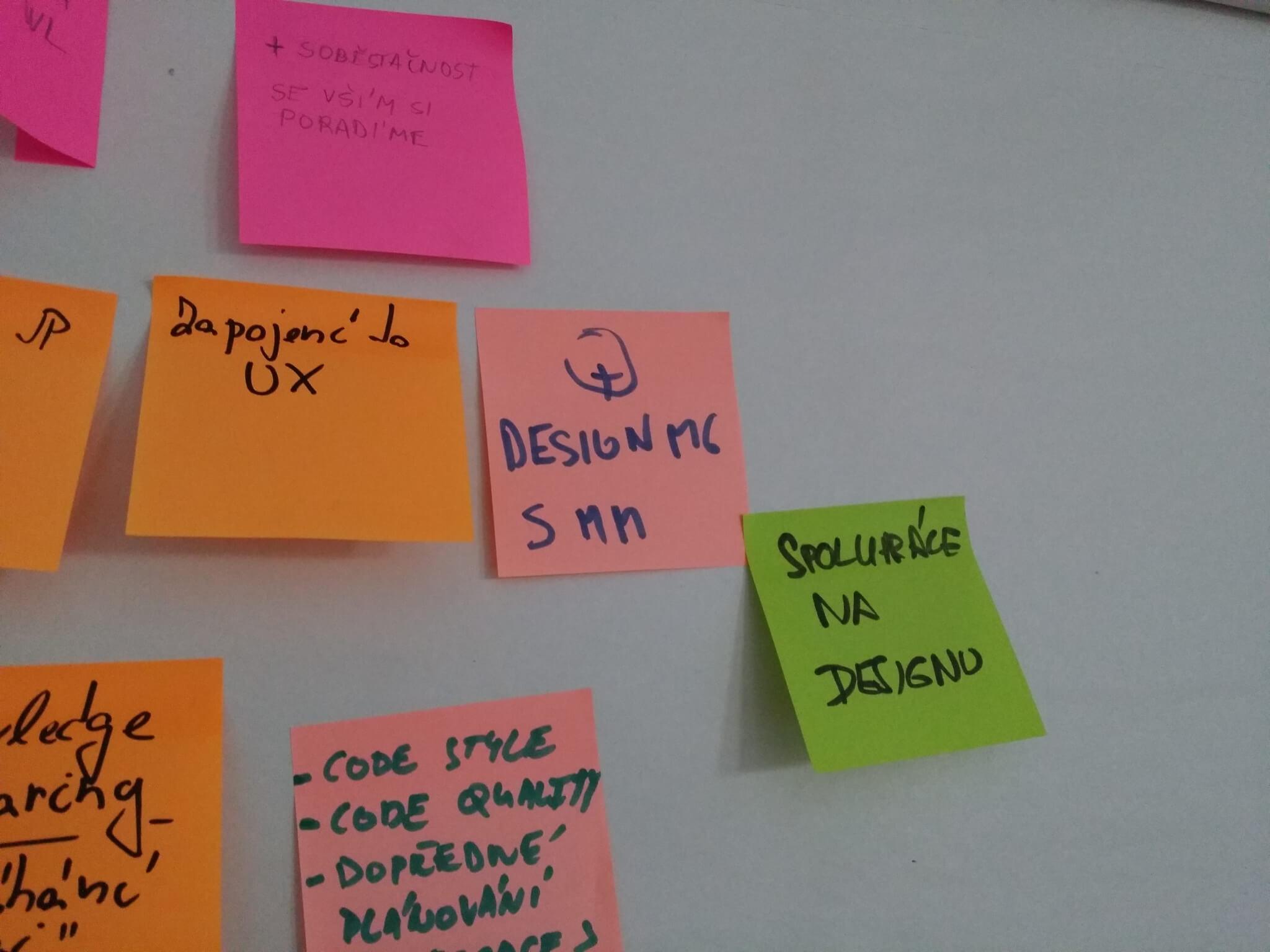 Kluci vývojáři na agilní retrospektivě vyjádřili spokojenost anadšení, že je do designu zapojuji. Aže se tak mohou podílet na návrhu produktu, který vyvíjejí.