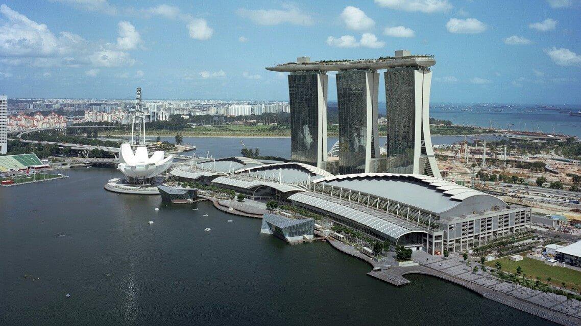 Marina Bay Sands nebylo zrovna levné asnadné postavit.