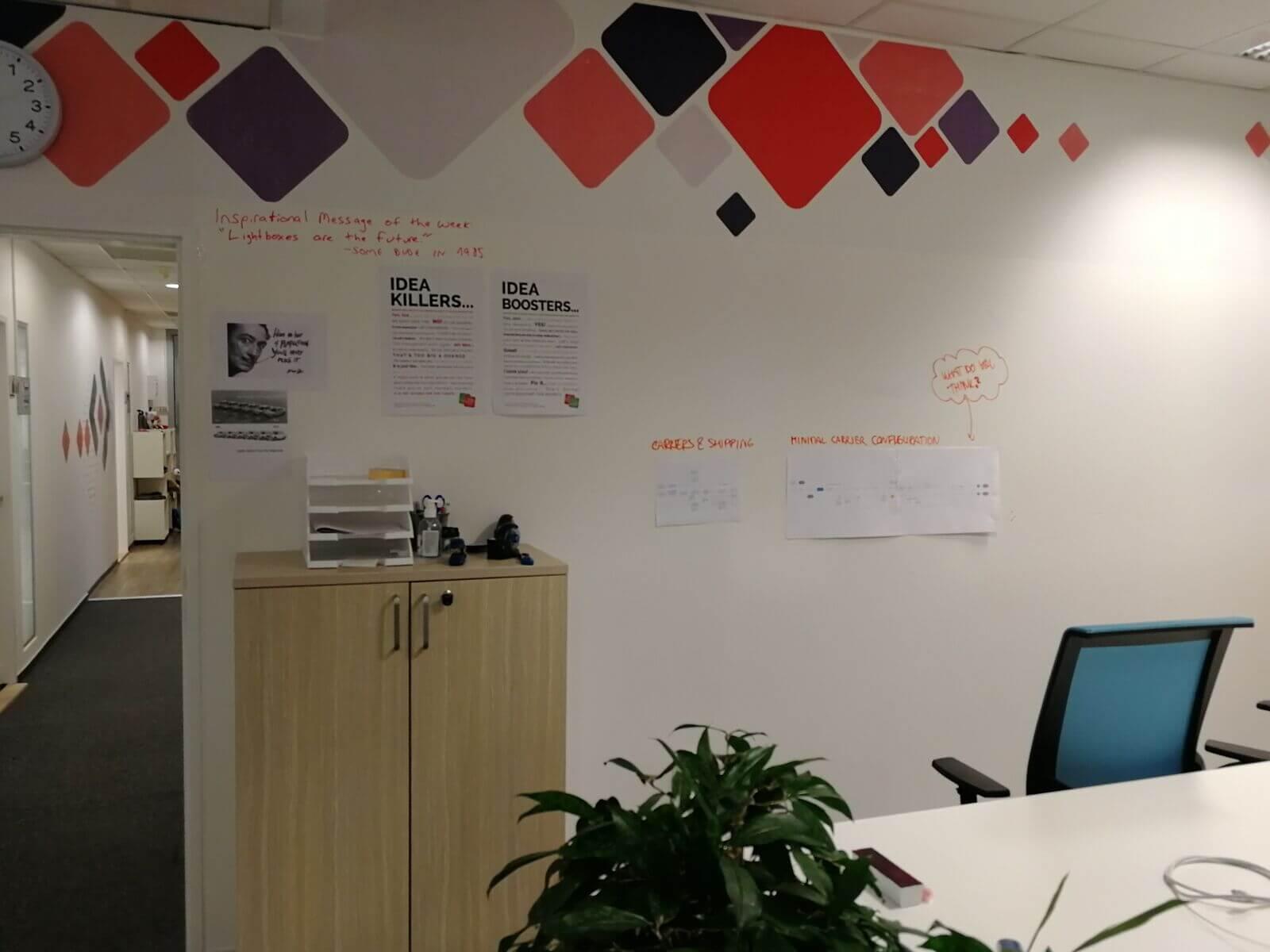 Zeď bych rád využil nejen jako prostor pro ukázku UX práce, například vyvěšením flow diagramu, ale také jako prostor pro sdílení dalších věcí, které s designem souvisí.