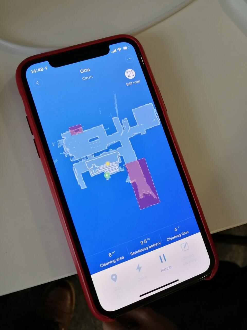 Jako jednu z inspirací jsem využil aplikaci pro sledování vysavače, kterou mi nedávno ukazoval kolega.